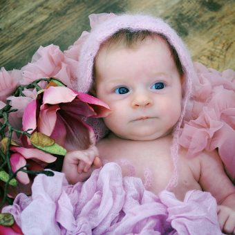 Frühlingshaftes Newborn-Shooting