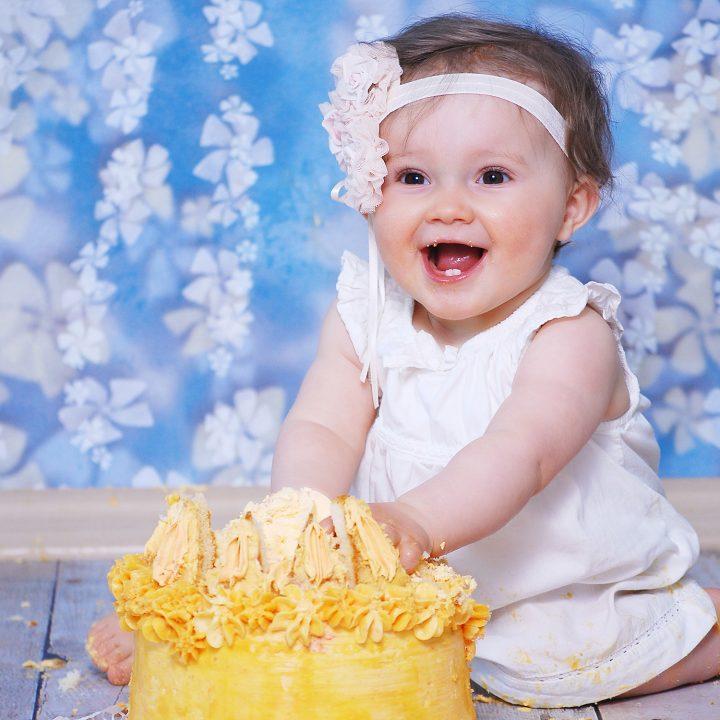 Kleine Cake-Smash-Prinzessin